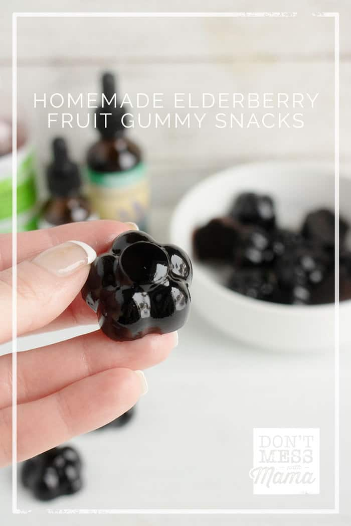 Fight colds and flu with these Immune-Boosting Elderberry Gummy Snacks that are loaded with antioxidants and nutrients. The kids will love them! #gummies #snacks #sweets #gummy @dontmesswithmom