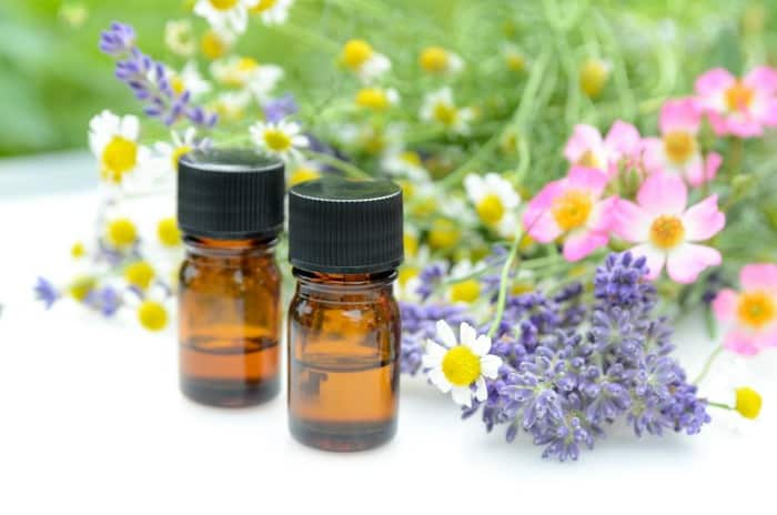 VIDEO TUTORIAL: How to Make Your Own Essential Oil Blend - it takes more than a reference book to make your own oil blend, find out how to intuitively choose and make oil blends with muscle testing - DontMesswithMama.com