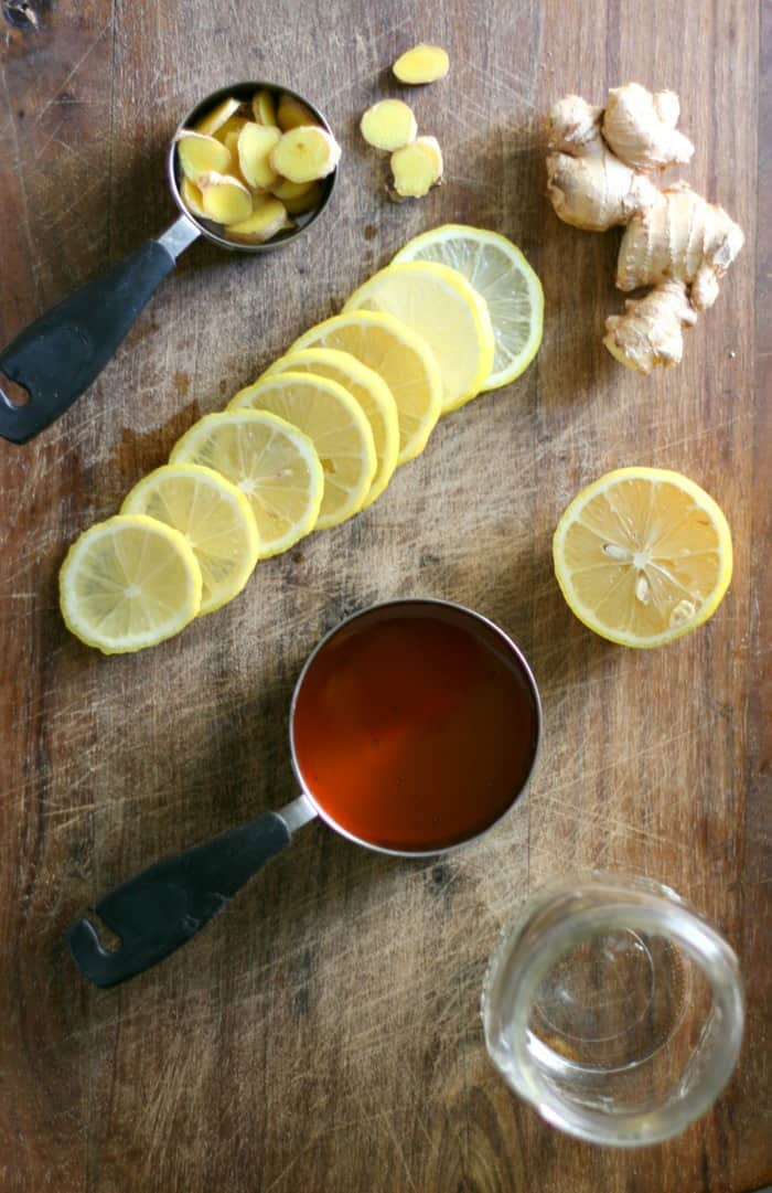 This Honey Lemon Ginger Elixir is a natural cold remedy you can easily make to help fight off the cold and flu, as well as soothe coughs and sore throat. | Cold and Flu Remedy | Cough Syrup | Cold Syrup | #elixir #syrup #natural #remedy #dontmesswithmama